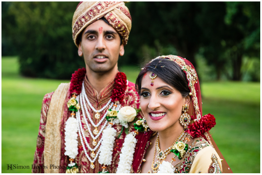 16-Hindu-Bride-And-Groom-Gardens-Eastwood-Hall-Nottingham